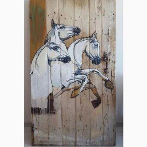 Ahşap kapı şahlanan atlar 1
